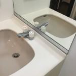 洗面所 洗面台鏡 鏡下剥がれ箇所フラットバー取付け